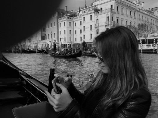venecia con movil.jpg